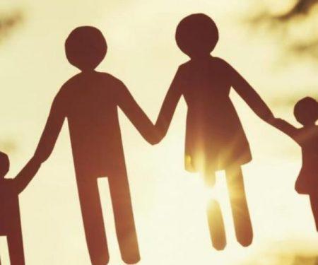 Peran konselor dalam hal ini akan terkait dengan hubungan konflik antara orang tua dan anak dalam sebuah keluarga.